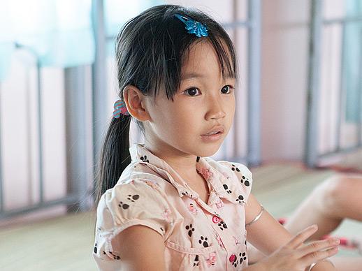 Meisje in Lotus KIDS huis